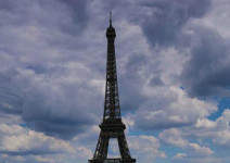 恐袭阴霾遮挡不住法兰西的阳光
