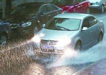 汽车涉水后,90%的人都忘了检查这个重要部件